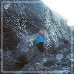 Skandinavistikos centro dėstytoja dr. Rasa Baranauskienė prie atšalusios lavos Islandijoje